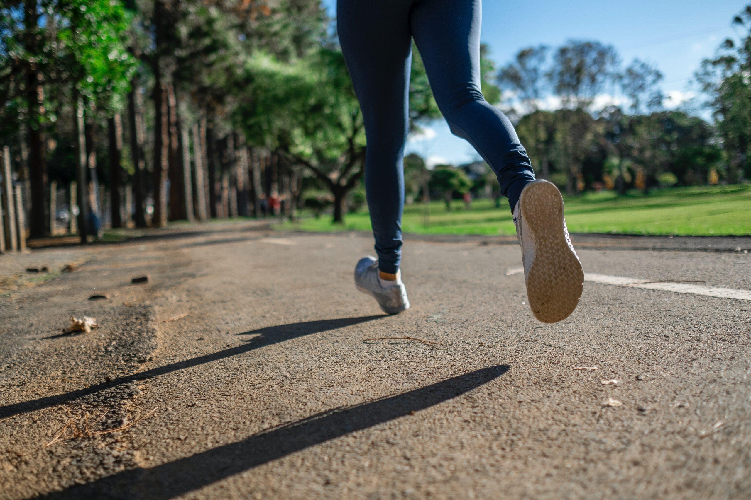 person jogging 3601094