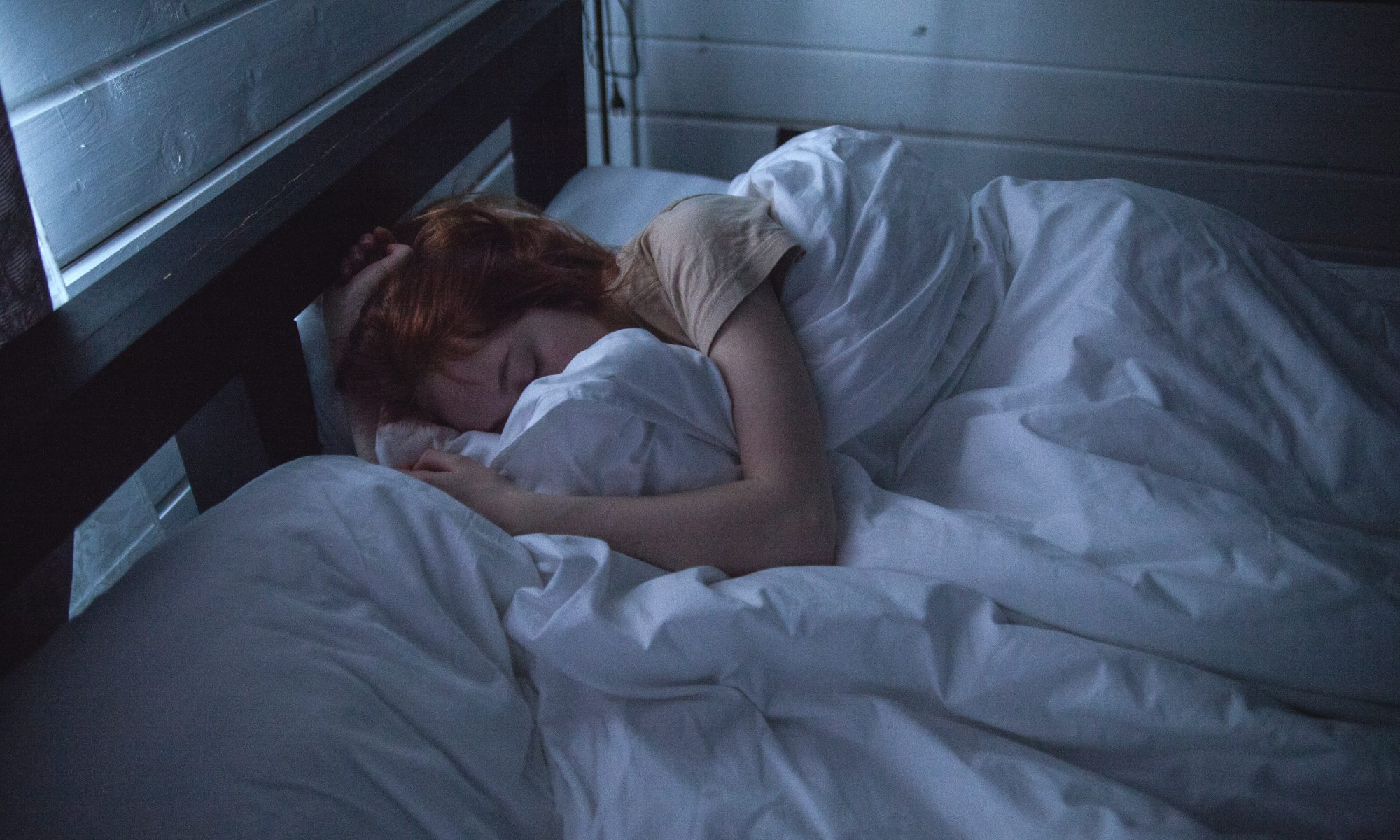51ab8 adult asleep bed 935777